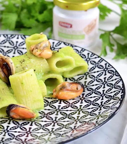 Pasta risottata con broccoli e cozze con Estratto Vegetale Liebig