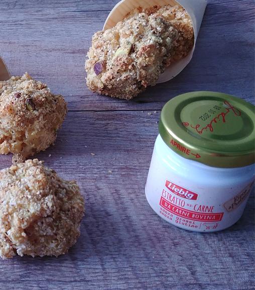 Polpette di pasta al pistacchio con Estratto di carne Liebig