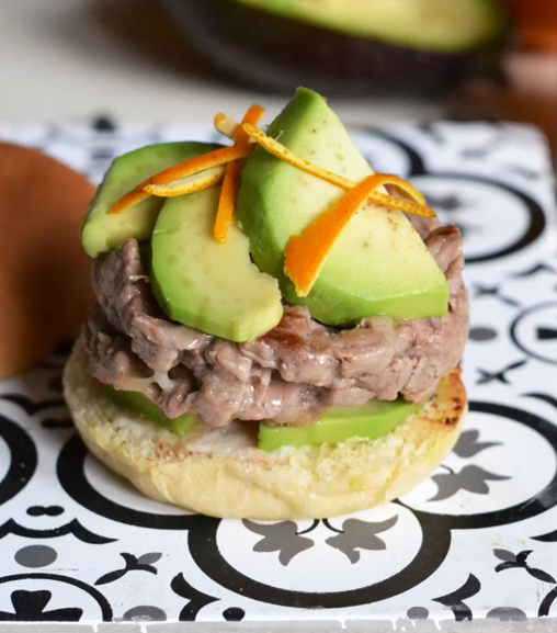 Mini cheeseburger con avocado ed Estratto di carne Liebig